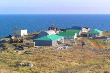 Депутаты проверили работу пограничников на острове Змеином