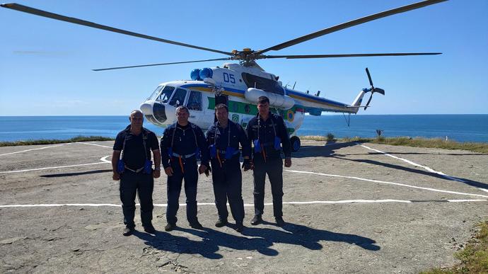 Вертолет на острове Змеиный